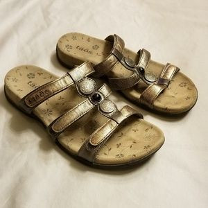 Taos Prize Gold Metallic Leather Sandals Size 7